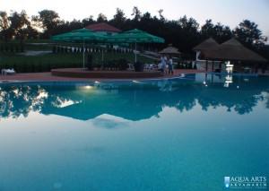 3.Rekreativni bazen sa vodenim ležaljkama i šankom u vodi, Orašac