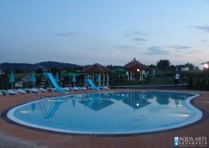 9.Dečiji bazen sa toboganima u Orašcu noću