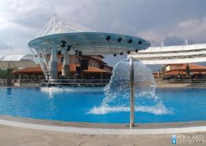2.Hidromasažni tuš sa pogledom prema bini u bazenu u Plavnici