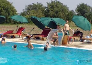 4.Rekreativni bazen u okviru turističkog kompleksa u Surduku