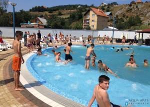 5.Vodene ležaljke u rekreativnom bazenu u Tutinu