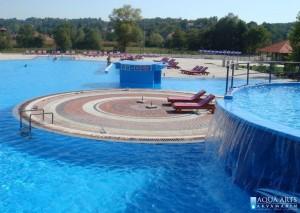 7.Najveći bazen od 1.000 m² sa hidromasažama i podijumom za sunčanje u SPA centru u Banji Vrujci