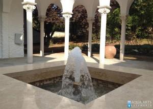 3.Gejzir u spoljnoj dekorativnoj fontani u rezidenciji Ambasade u Beogradu