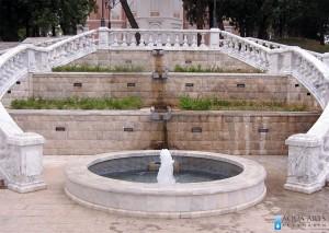 1.Fontana kod centralnog stepenista u okviru kompleksa Dvorca Kralja Nikole u Podgorici