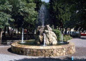 20.Fontana u dvorištu Katedrale Svetog Antuna, Tuzi, isporuka i montaža opreme za fontanu