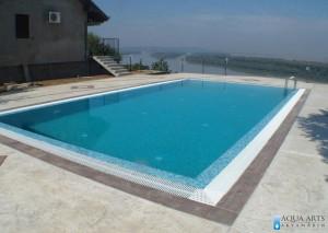 2.Otvoreni bazen, pravougonog oblika u dvorištu, uz privatnu koću, Brestovik, pogled na Dunav