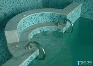 4.Hidromsažna kada u sklopu bazena u privatnoj kući u Grockoj