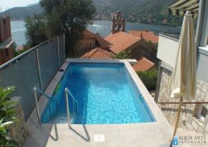 1.Projektovanje, isporuka i montaža opreme za otvoreni privatni bazen sa pogledom na Lepetane, Crna Gora, 2009.