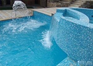 2.Vodene atrakcije - vodopad i hidromasažni tuš u bazenu na Srebrnom jezeru
