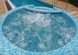 3.Hidromsažna kada uz bazen na Srebrnom jezeru