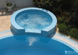 5.Jacuzzi kada u bazenu u vili u Budvi
