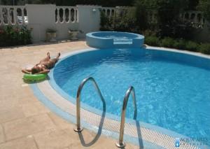7.Pogled na bazen i kadu iz Vile i kafea, Budva