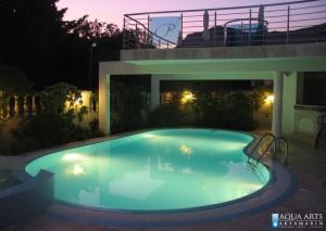 8.Prikaz bazena noću uz galeriju Vile u Budvi, podvodna rasveta