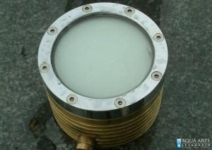 3.Detalj podvodnog reflektora za mlazeve u fontani kod Hrama Svetog Save u Beogradu